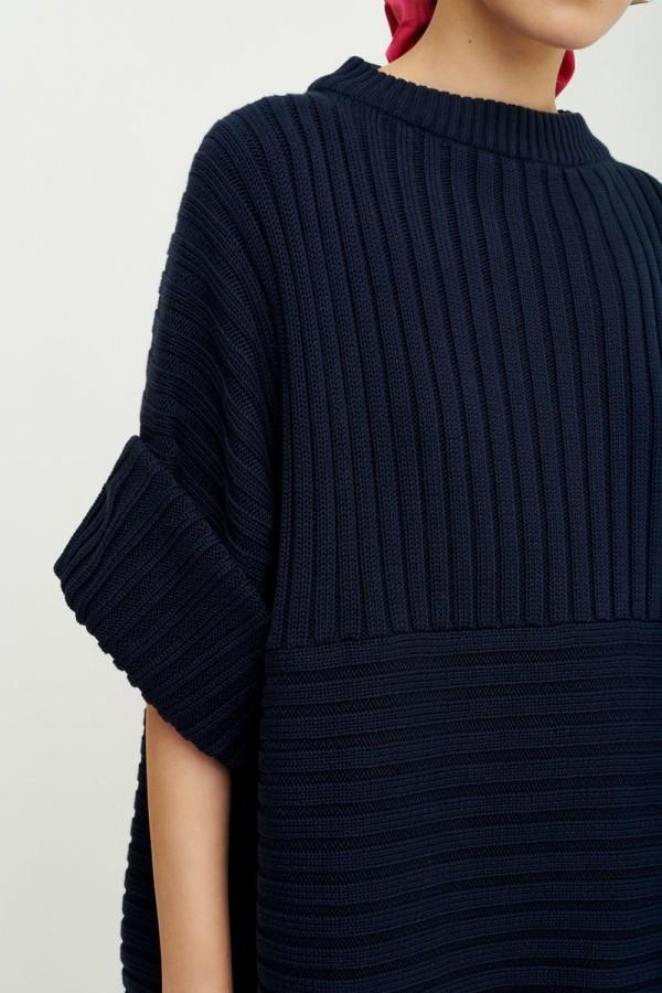 KowTow stambių pynių megztinis